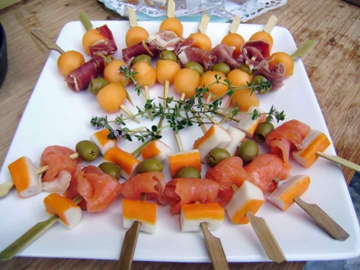 amuses_bouche_au_melon_saumon_et_jambon_fume_06.201291904951